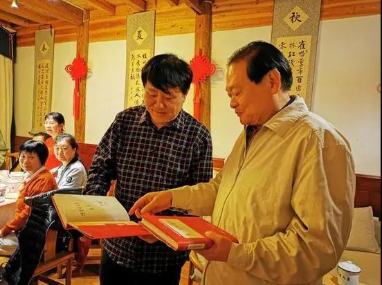 《社会主义五百年》作者 于幼军 三上雪峰山